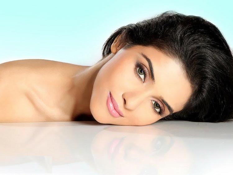 Sexy Asin Thottumkal Photo
