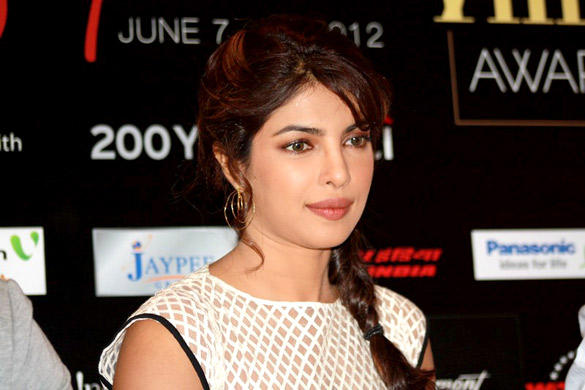 Gorgeous Priyanka Chopra Promote Teri Meri Kahaani at Singapore Clebration IIFA Awards