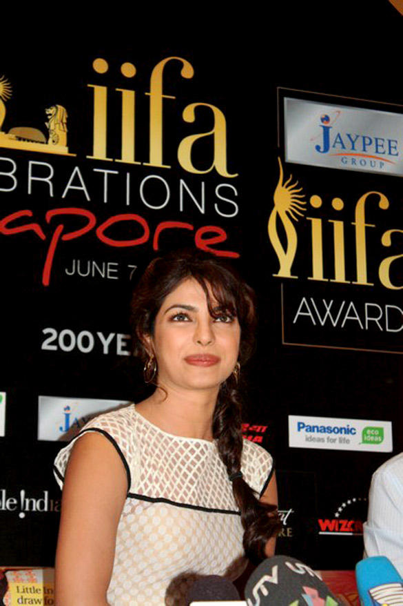 Priyanka Chopra Cute Smile Pic at IIFA Awards 2012