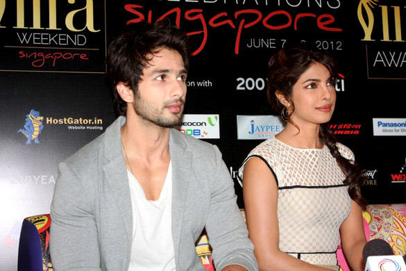 Shahid and Priyanka Promote Teri Meri Kahaani at IIFA 2012
