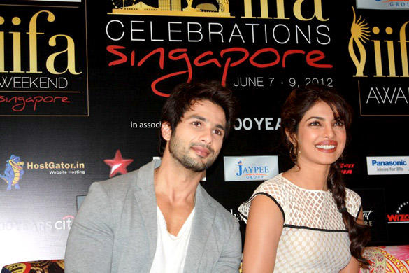 Shahid and Priyanka Promote Teri Meri Kahaani at IIFA Awards 2012