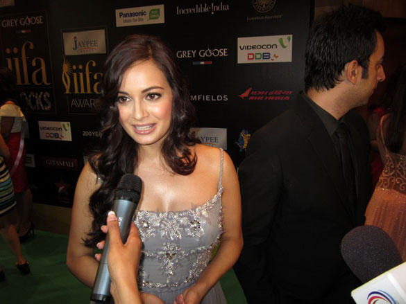Dia Mirza Looks Hot at IIFA Rocks Fashion Show Event