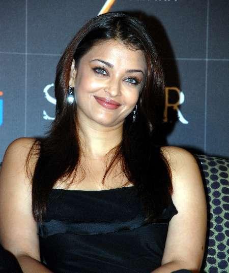 Aishwarya Rai Lovely Pose Photo