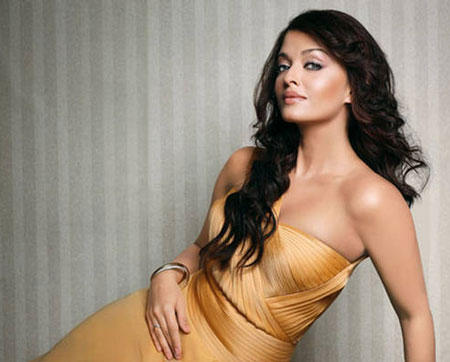 Aishwarya Rai Spicy Pose Photo Shoot