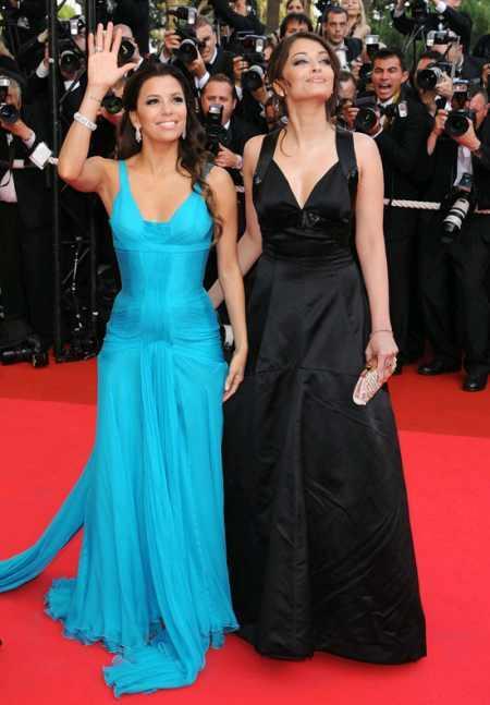 Eva Longoria and Aishwarya Rai Poses On Red Carpet at Cannes