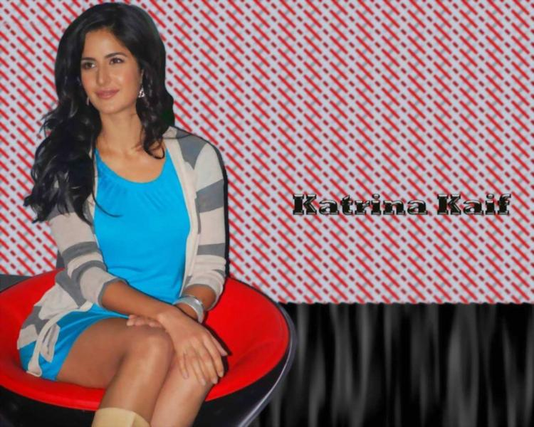 Katrina Kaif Sitting Pose Wallpaper