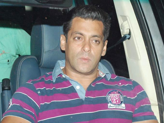 Salman's Former Flame Watches a Film With Him and His family at a Suburban Theatre