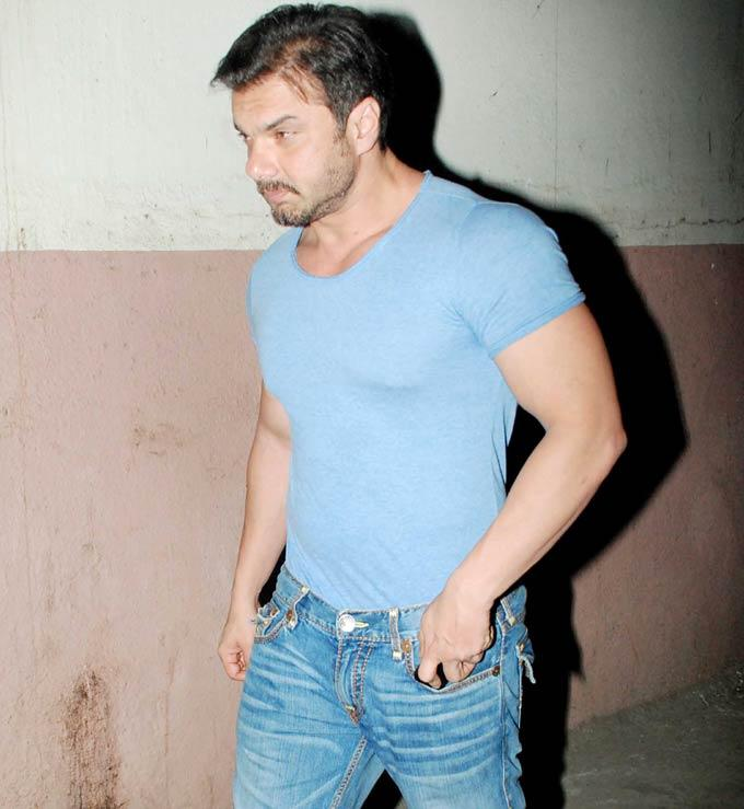 Sohail Khan Watches a Film With His Family at a Suburban Theatre