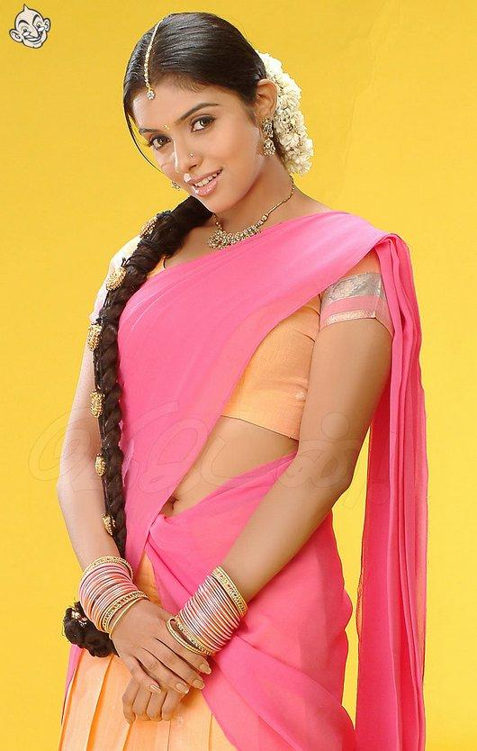 Asin Thottumkal Cute South indian Look Pic