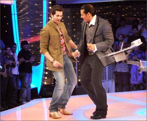 Salman Khan and Neil Dancing Pic In Dus Ka Dum