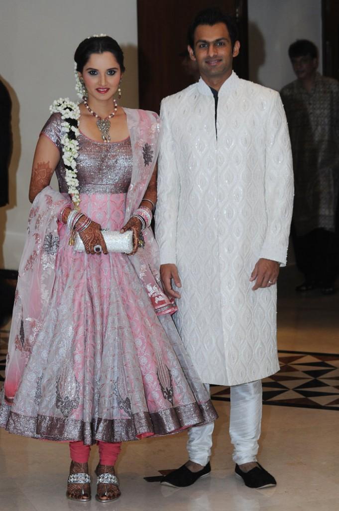Sania Mirza and Shoaib Malik Poses at Their Sangeet Ceremony
