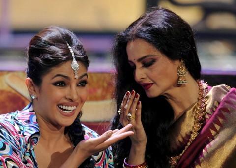 Priyanka Pays Tribute to Rekha at IIFA