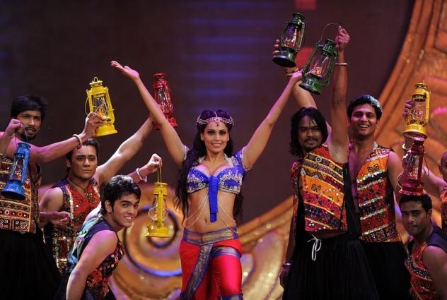 Bipasha Basu Sizzling Performance at IIFA 2012 Singapore