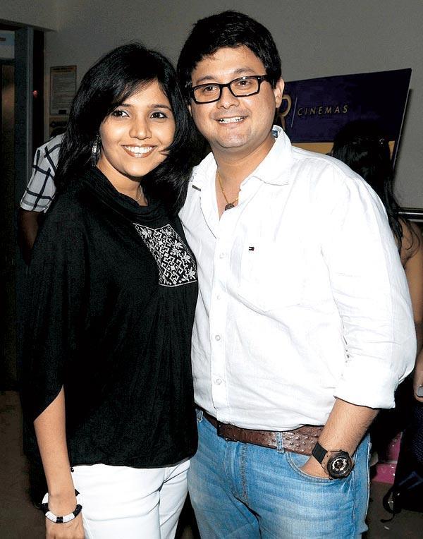 Mukta Barve and Swapnil Joshi Smiling Pic at  Premiere Of Tukaram