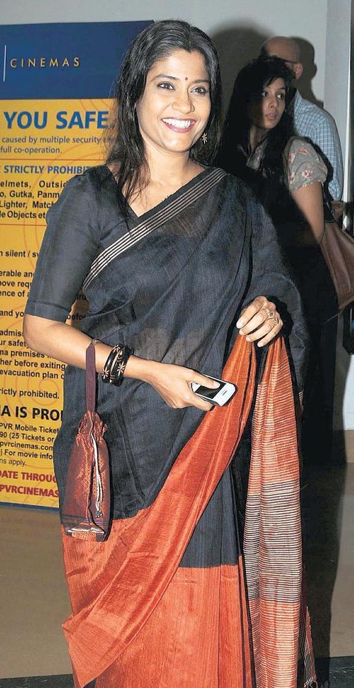 Renuka Shahane In Traditional Saree Pic at Premiere Of Tukaram