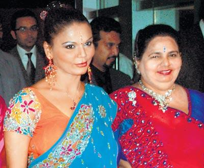 Rakhi Sawant Gorgeous Pic With Mother