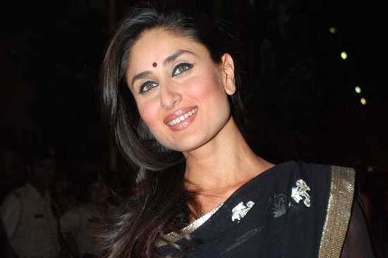 Kareena Kapoor Nice Look In Black Saree