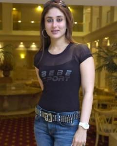 Kareena Kapoor Slim Figure Exposing Still