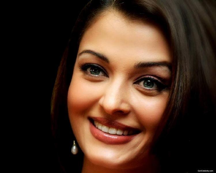 Aishwarya Rai Beautiful Smile Pic