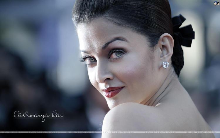 Aishwarya Rai Looking So Beautiful