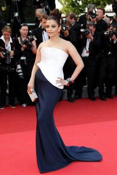 Aishwarya Rai Sexy Stylist Gown Pic at Cannes