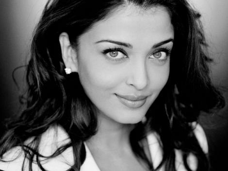 Charming Actress Aishwarya Rai Sweet Photo