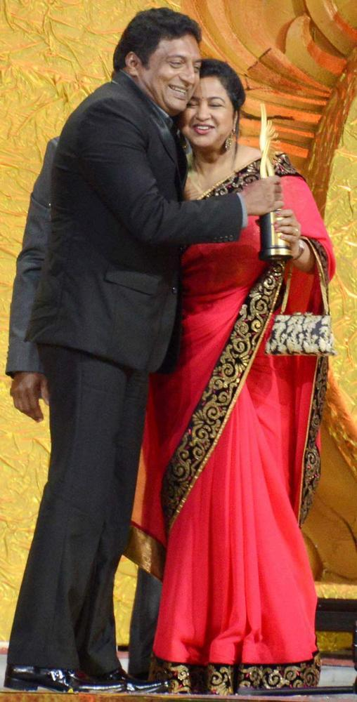 Prakash Raj Hugs South Actress Radhika After Winning Award at IIFA 2012