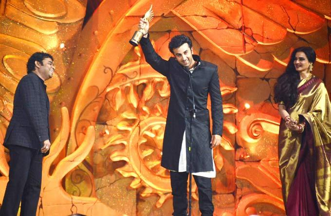 Ranbir Kapoor Expression after Winning Best Actor Award at IIFA