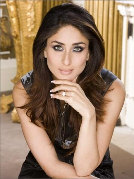 Kareena Kapoor Hot Sexy Pose For Photo Shoot