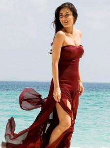 Kareena Kapoor Sexy Dress Stunning Pic On The Beach