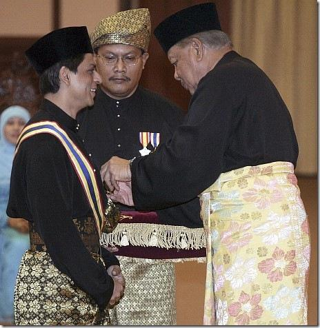 Shahrukh Khan Knighted in Malaysia