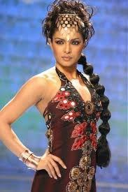 Priyanka Chopra Hot Stylist Look On Ramp