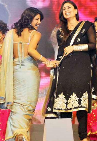Priyanka Chopra and and Kareena at Umang 2010