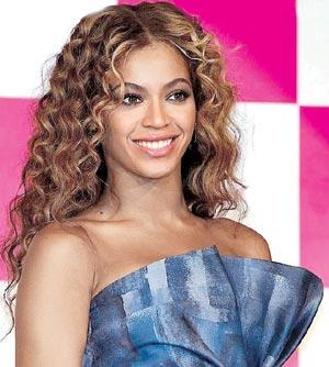 Beyonce Knowles Shirt Flew Up on Stage at a Concert in Canada During a Performance
