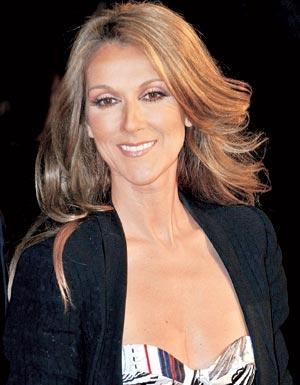 Celine Dion Flashed The Front Rows When She Walked In Mini Dress On Stage at a Concert in Jamaica