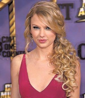 At a concert in St Louis in 2011 The Bottom of Taylor Swift's Dress Blew Up Giving Her Fans an Eyeful of Her Innerwear