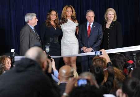 Beyonce Knowles With Mom Tina At Cosmetology Center Opening
