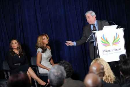 Beyonce Knowles at The Opening Of Cosmetology Center