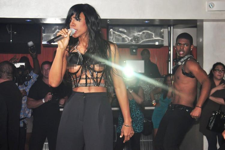Kelly Rowland Nip Slip Pic