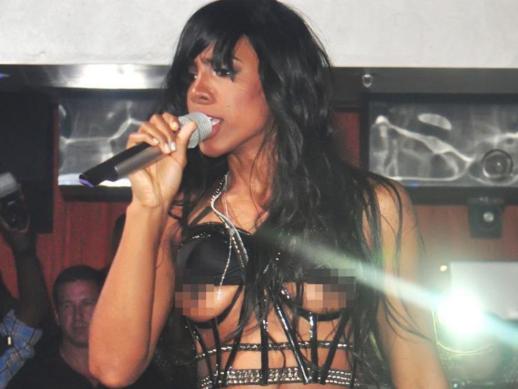 Kelly Rowland Singing Pic