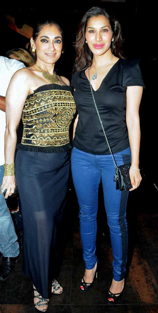 Sophie Choudhary with a Friend at Strings Concert In Bandra