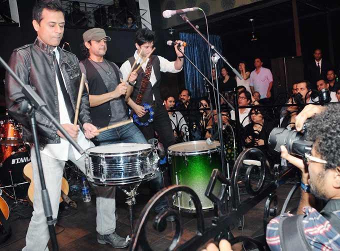 String Performance In Bandra Popular Club