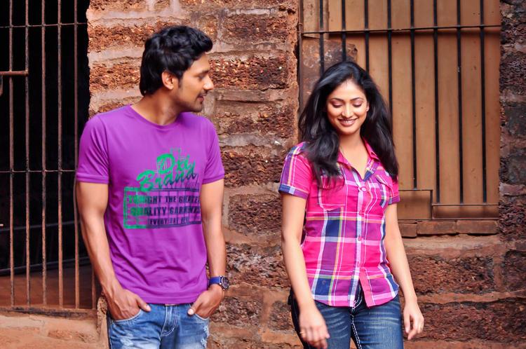 Varun And Hari Priya Cute Smiling Photo From Movie Abbai Class Ammai Mass