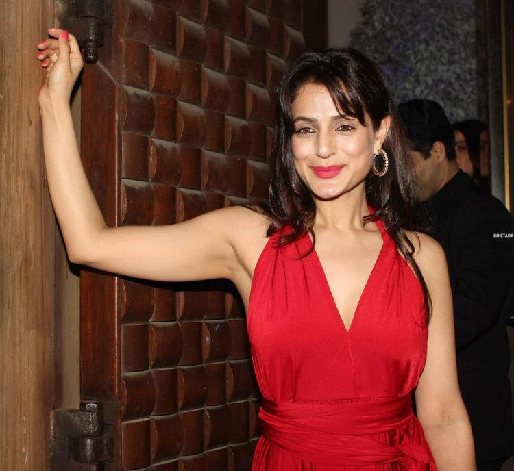 Ameesha Patel Sizzling And Attractive Look In Red Dress At Anu Dewans Christmas Bash