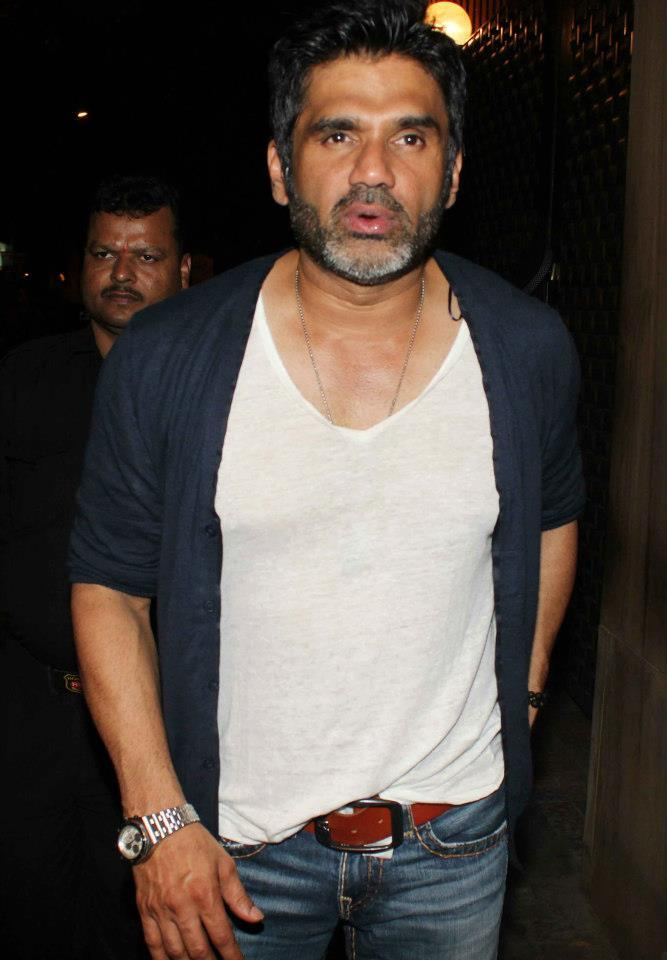 Sunil Shetty Posed For Camera At Anu Dewans Christmas Bash