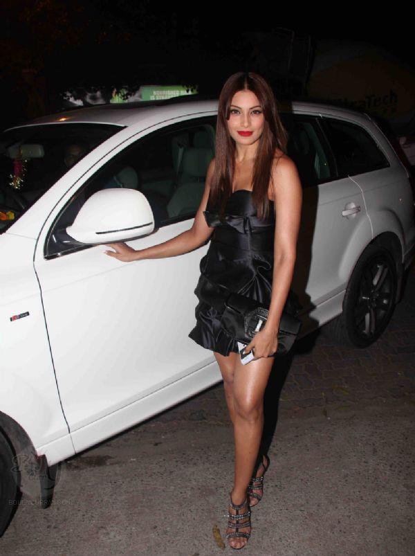 Bipasha Basu Looked Gorgeous In A Black Mini Dress At Jackky Bhagnani Birthday Bash