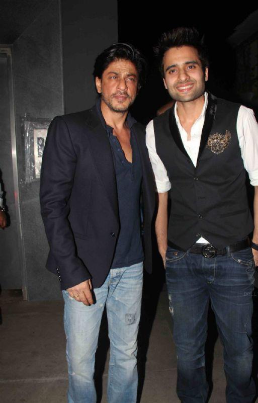 Jackky With Shahrukh Posed For Camera At His Birthday Bash