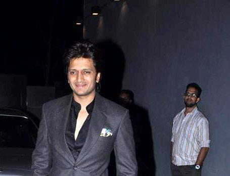 Riteish Deshmukh Looked Awesome In Suit At Jackky Bhagnani Birthday Bash