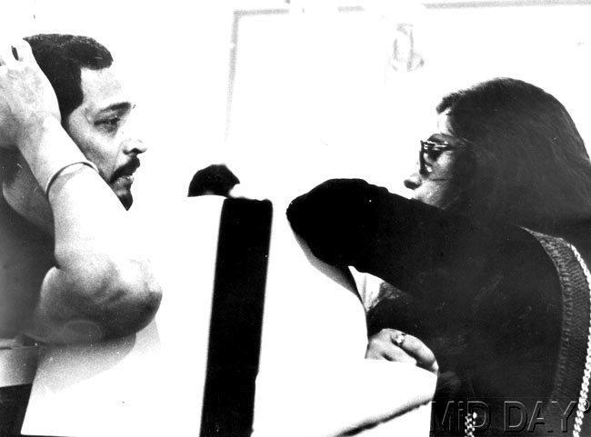 Nana Patekar And Dimple Kapadia Chatting Still