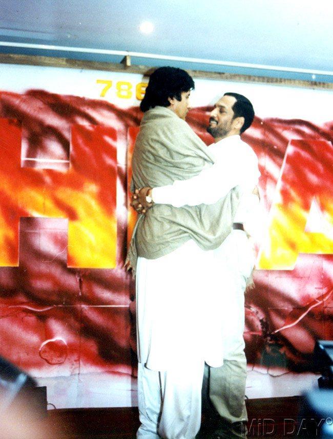 Nana Patekar Hugs Amitabh Bachchan Nice Still
